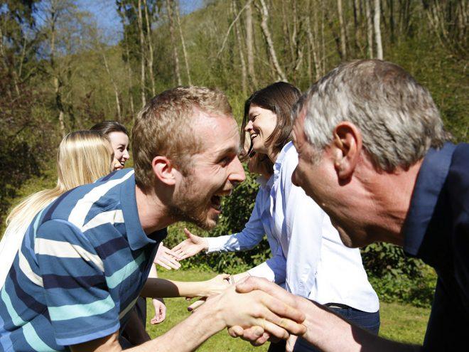 Lachyoga Übung: Lachen weitergeben | Ayurveda Parkschlösschen Health Blog