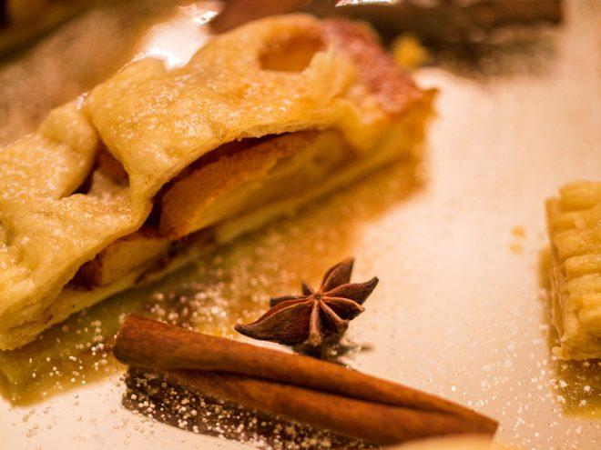 Ayurveda Rezept: Apfelstrudel mit Vanillesauce | Ayurveda Parkschlösschen Health Blog