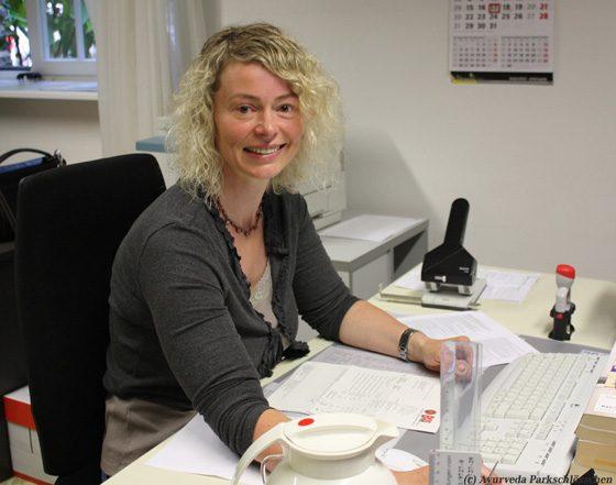 Bewegung im Büro | Übung | Ayurveda Parkschlösschen Health Blog