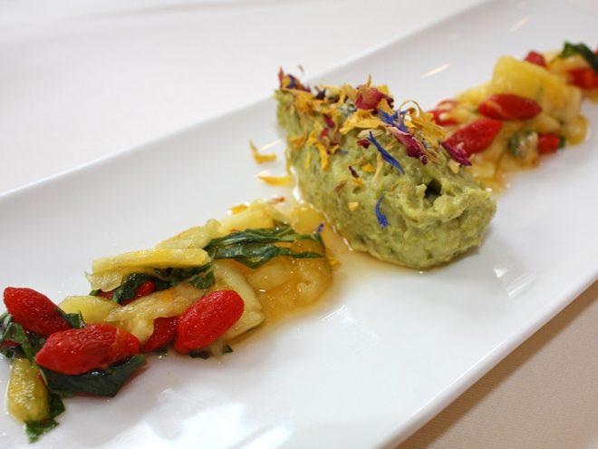 Ayurveda Rezept: Pistaziengrieß an Ananas-Gojibeeren-Salat | Ayurveda Parkschlösschen Health Blog