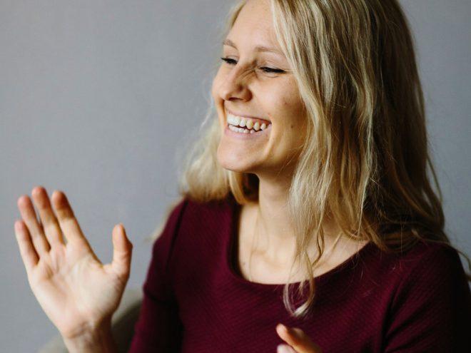 Lachyoga Übung: Lach mit Dir | Ayurveda Parkschlösschen Health Blog