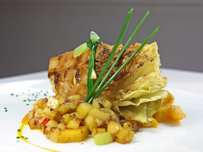 Ayurveda Rezept: Gebratene Spitzkohlschnitten auf Bratkartoffel-Salat | Ayurveda Parkschlösschen Health Blog