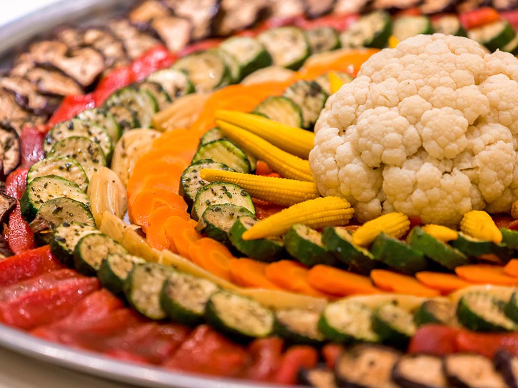 Jedes Nahrungsmittel wirkt auf das Gleichgewicht der Doshas. Lesen Sie hier, welche Wirkung verschiedene Gemüsesorten auf die Doshas haben.