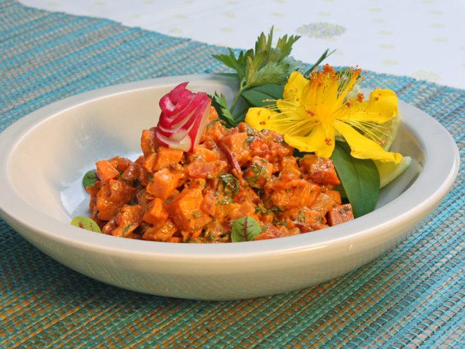 Köstlicher Süßkartoffelsalat mit Paprika und Apfel | Ayurveda Rezept im Ayurveda Parkschlösschen Health Blog