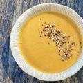 Süßkartoffel-Kokos-Suppe mit geröstetem Sesam | Ayurveda Reept im Ayurveda Parkschlösschen Health Blog
