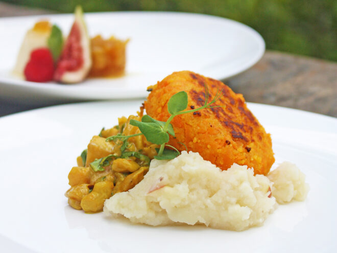 Ayurveda Rezept: Süßkartoffelbratlinge mit Mango-Cashew-Curry dazu Sellerie-Apfel-Püree | Ayurveda Parkschlösschen Health Blog