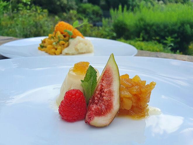 Ayurvedisches Dessert für den Sommer: Maracuja-Kokos-Panna-Cotta mit süßem Ananas-Chutney | Ayurveda Rezept | Ayurveda Parkschlösschen Health Blog